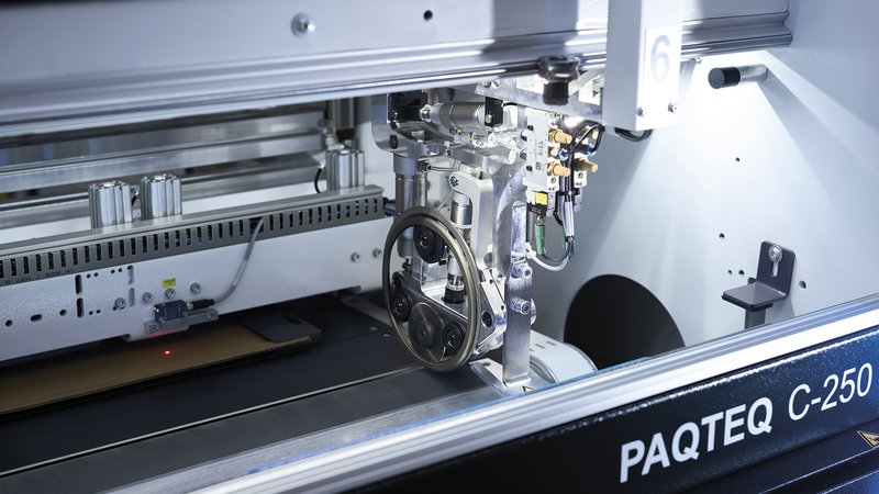 The fully automatic moving cutting tools, which can be set up quickly, allow almost any cut to be produced.