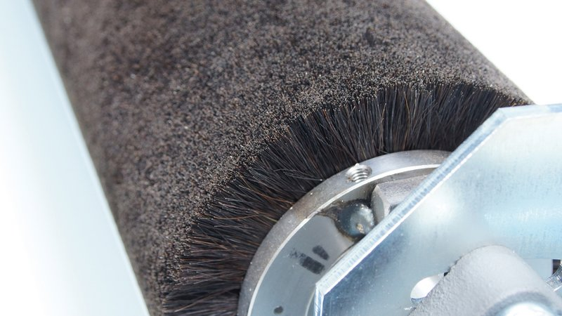 Workpiece cleaning brush