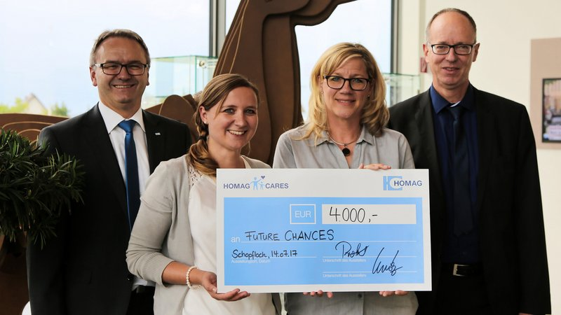The donation is presented at HOMAG in Schopfloch to Future Chances