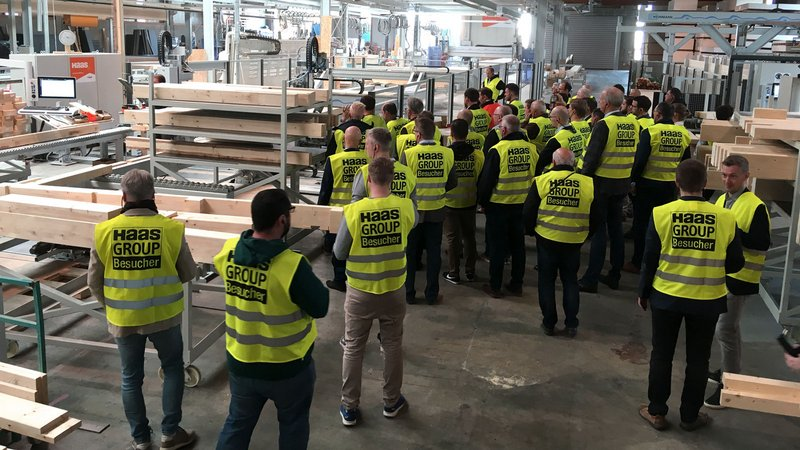 The factory tours offered the opportunity to visit the existing WEINMANN customers to observe their production and processes on site.