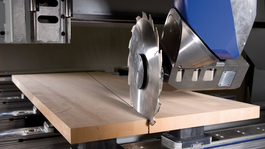 Precise separating cuts and automated splitting for further processing on a pair of steps