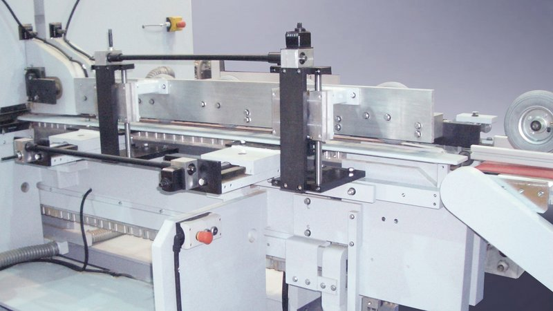 Tension-free infeed system with improved stability