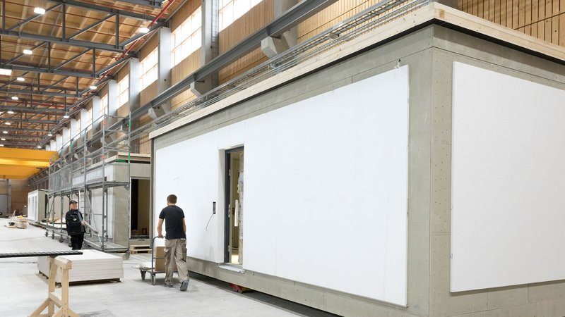 The FlyingSpaces are completely prefabricated at the productionhall of SchwörerHaus.