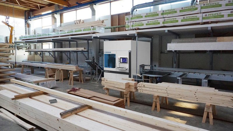 WEINMANN At the core of the beam processing facility is a carpentry machine BEAMTEQ B-660.