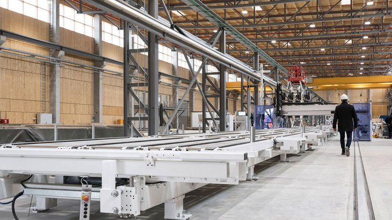 The floor panels are fabricated fully automated by the production line.