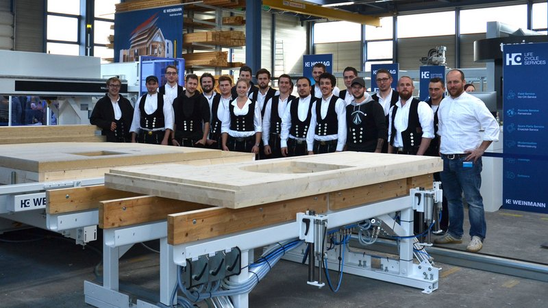 Students from the carpenters' class of the Kerschensteinerschule from Reutlingen gathered information at the WEINMANN Treff.