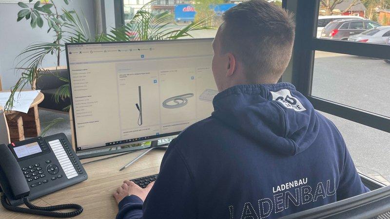 Felix Böttcher, Juniorchef der Neula GmbH, und seine Kollegen nutzen den eShop seit der Anschaffung eines HOMAG-CNC-Bearbeitungszentrums intensiv.