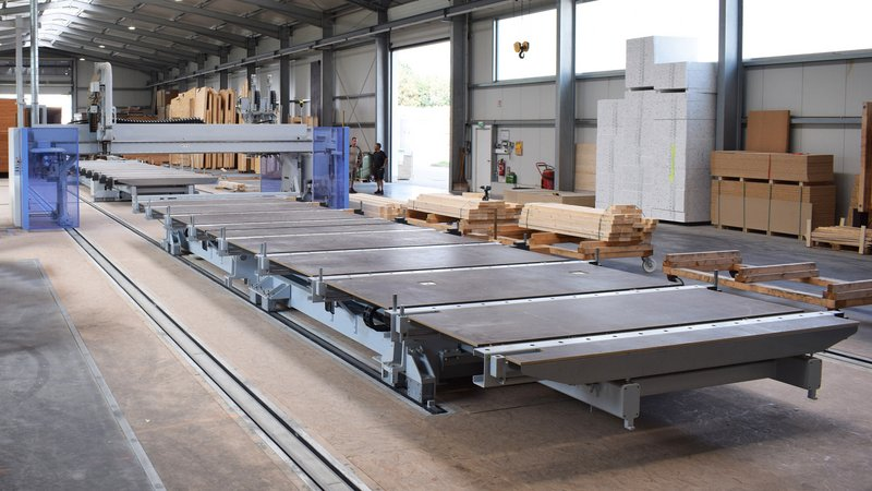 Across an area of 34 m x 9 m, the compact system is used to manufacture closed and open elements.