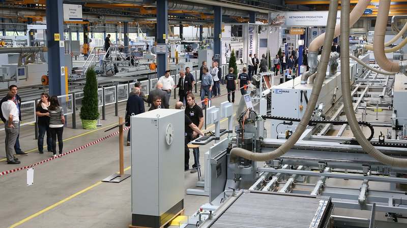 Numerous machines were demonstrated live in action over the 10,000 m² of exhibition space at HOMAG in Schopfloch….