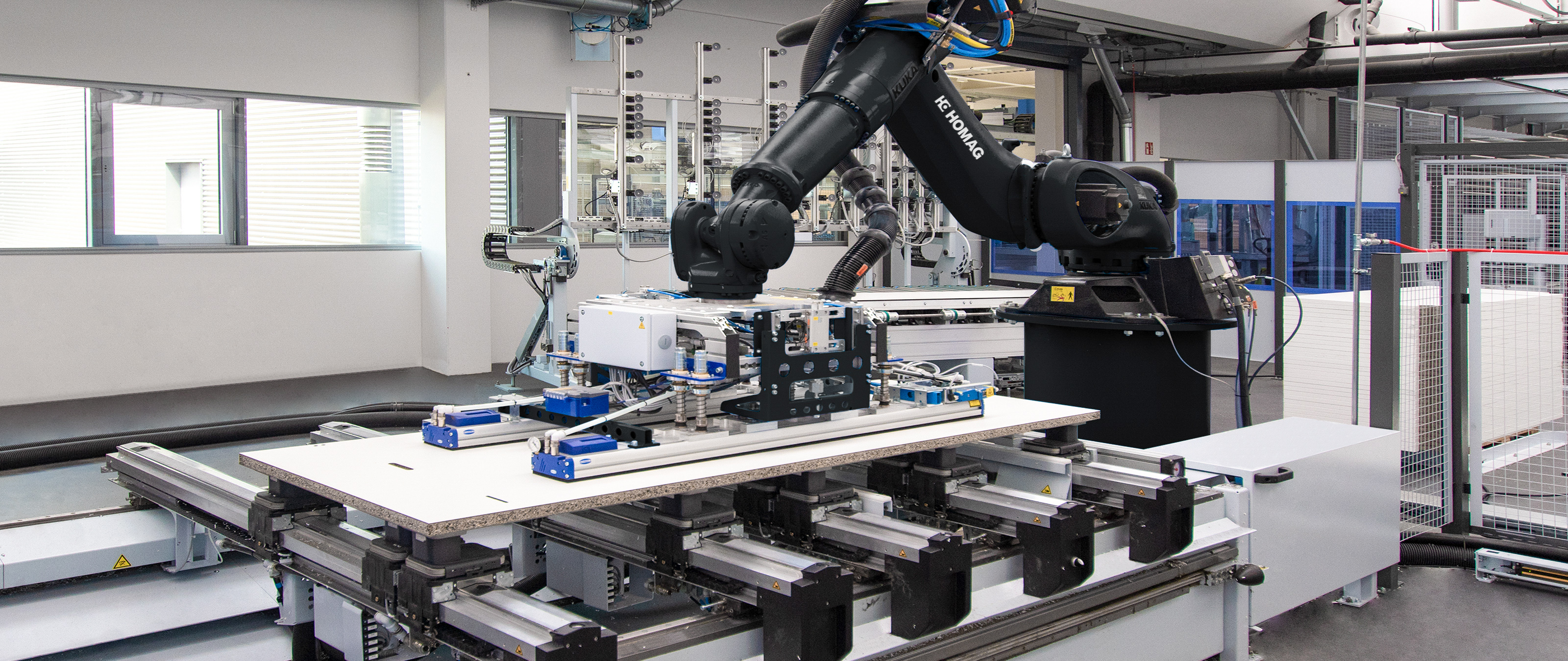 Robot management FEEDBOT on CNC processing centers | HOMAG